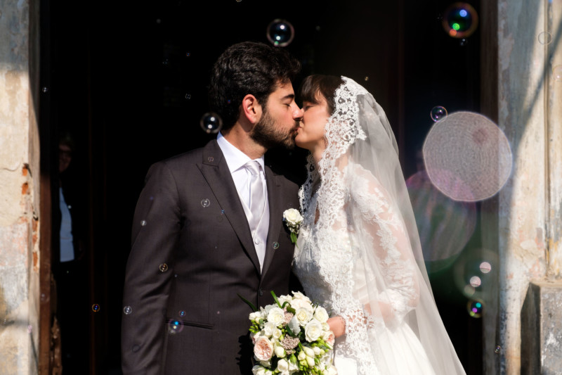 newlywed kiss between bubbles