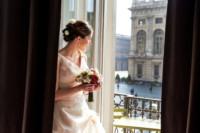 ritratto sposa alla finestra
