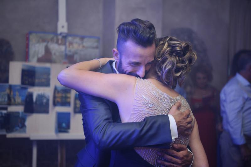 sposo che balla con la madre