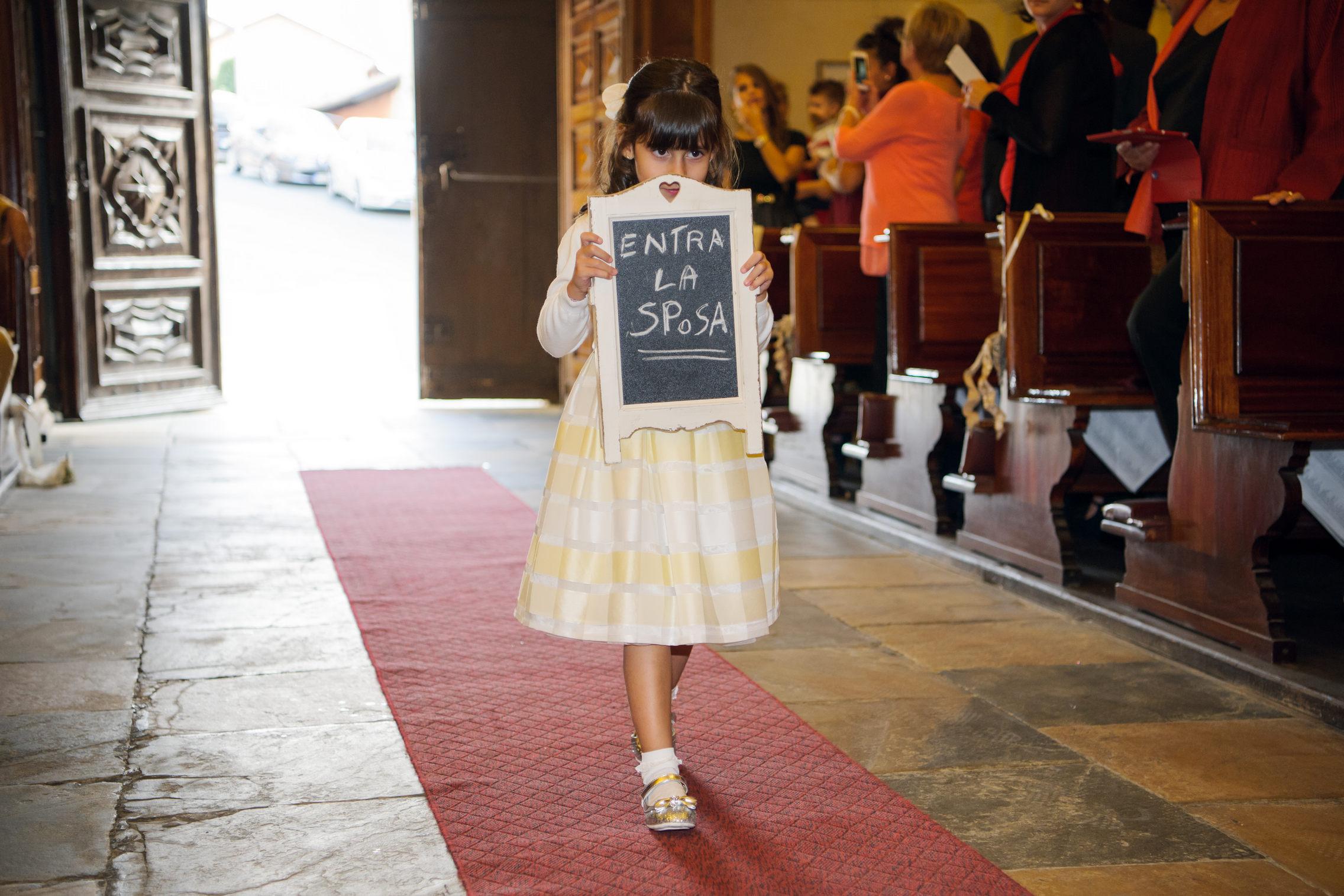 paggetta che annuncia l'entrata della sposa