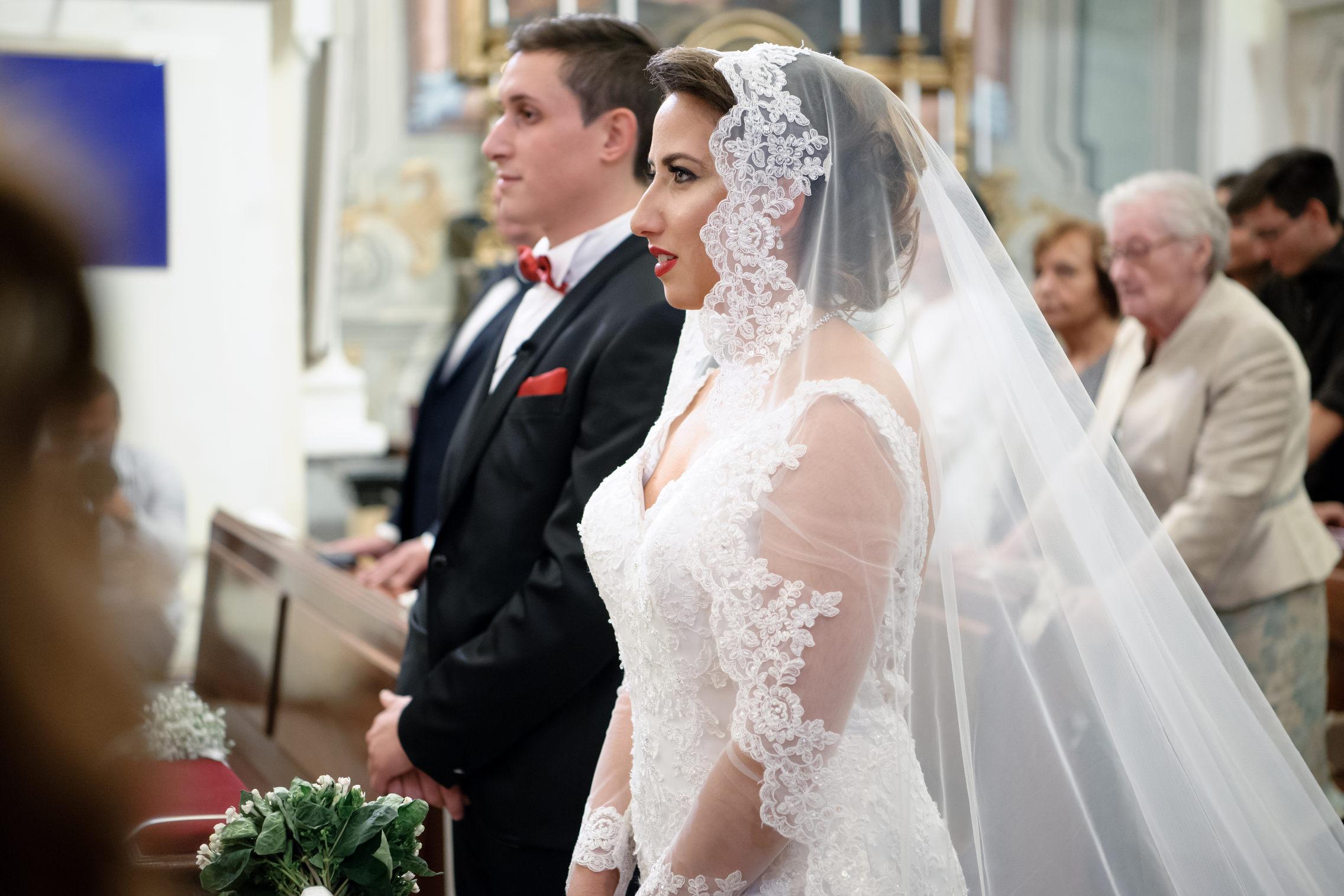 ritratto sposi all'altare