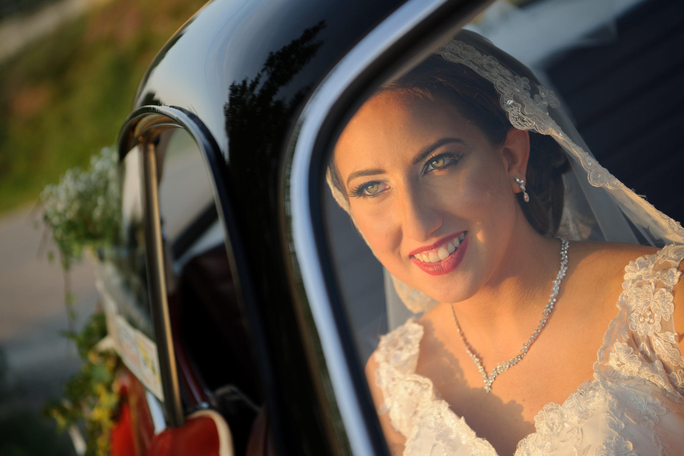 ritratto sposa nella macchina - bride portrait in the car