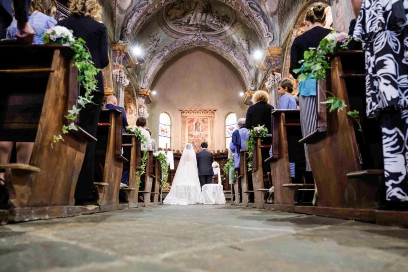 ritratto sposi in chiesa