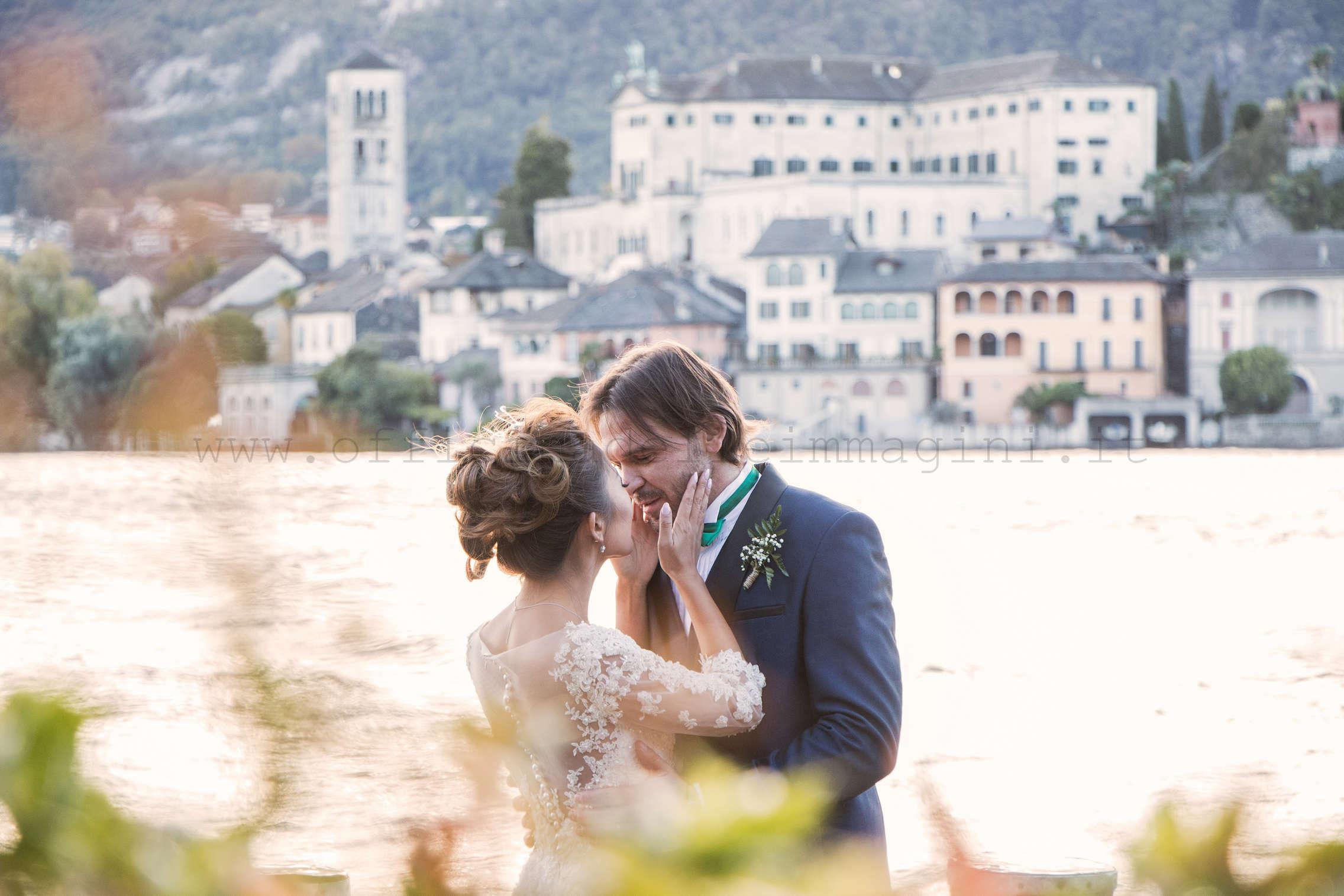 Orta S.Giulio di sfondo al matrimonio internazionale tra Wendy e Riccardo